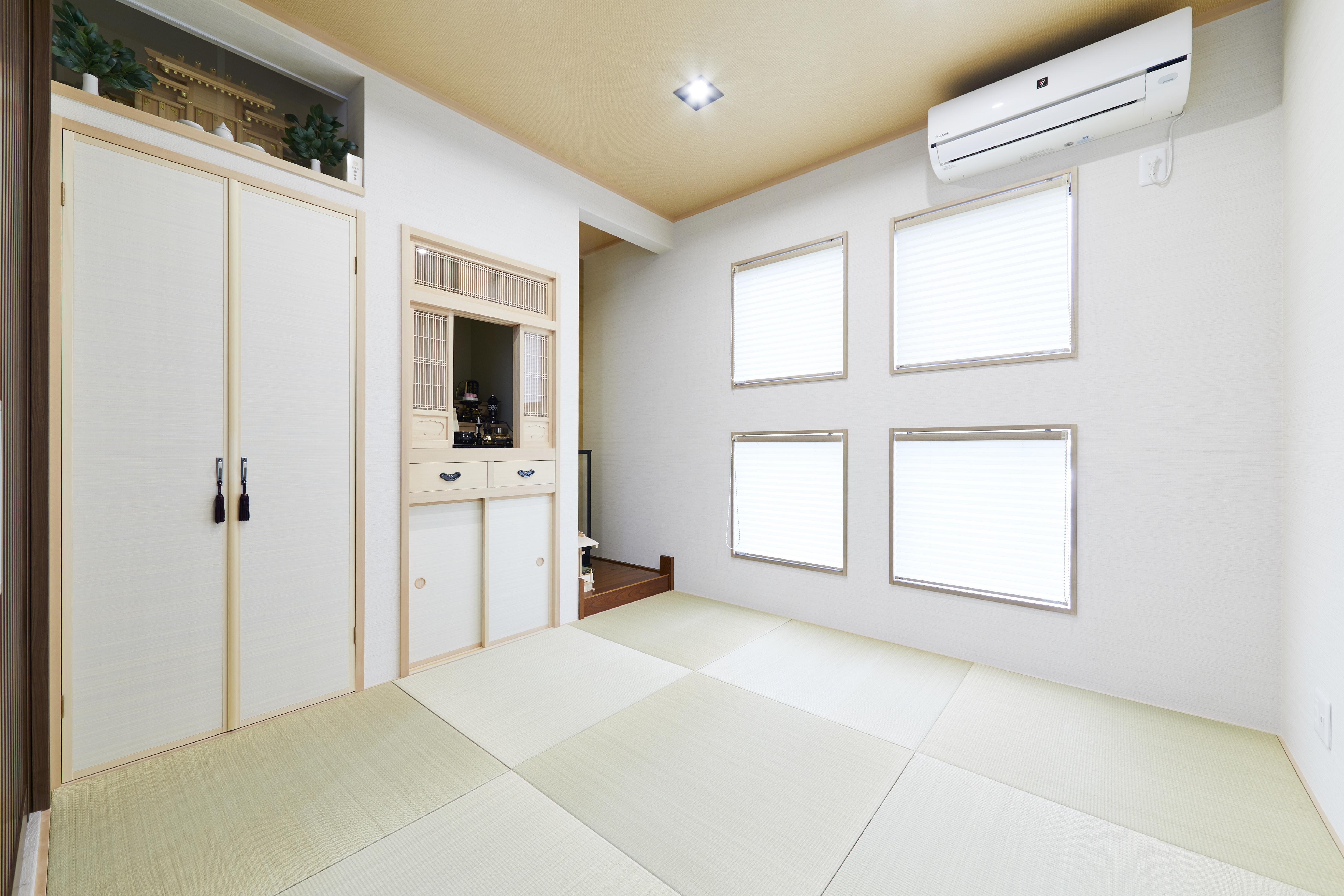 和室と四角いダウンライトの組み合わせ