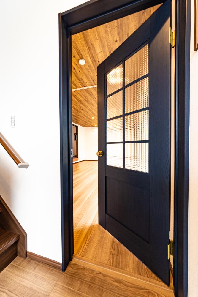 ヴィンテージ風のおしゃれな室内ドア
