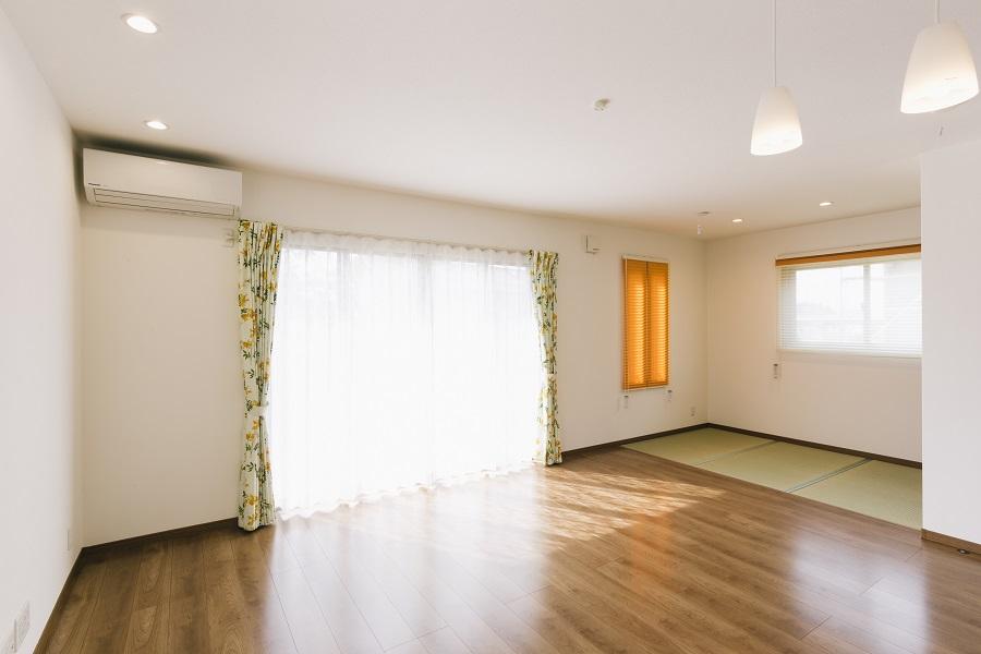 畳のプライベートスペースがあるLDK