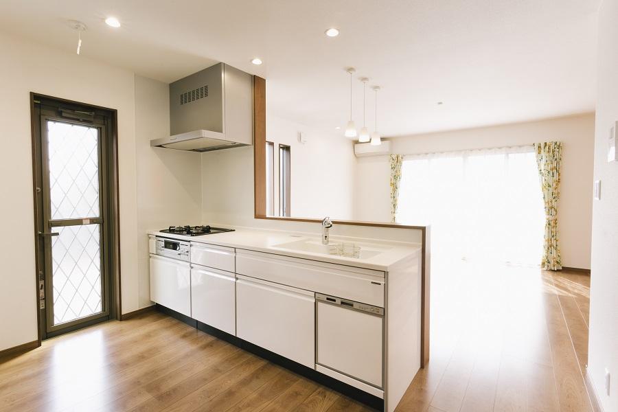 ビルトイン食洗機付きのI型キッチン
