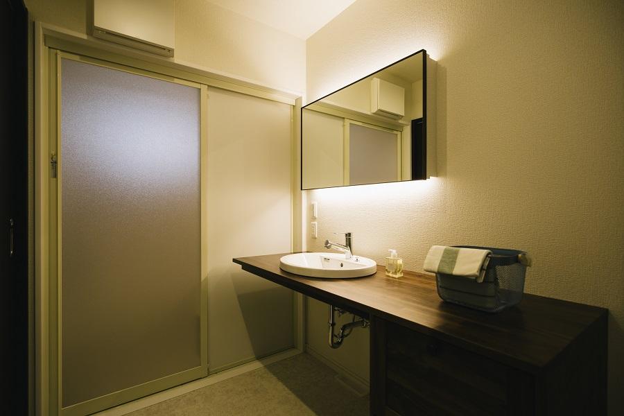 間接照明のホテルライクな洗面台